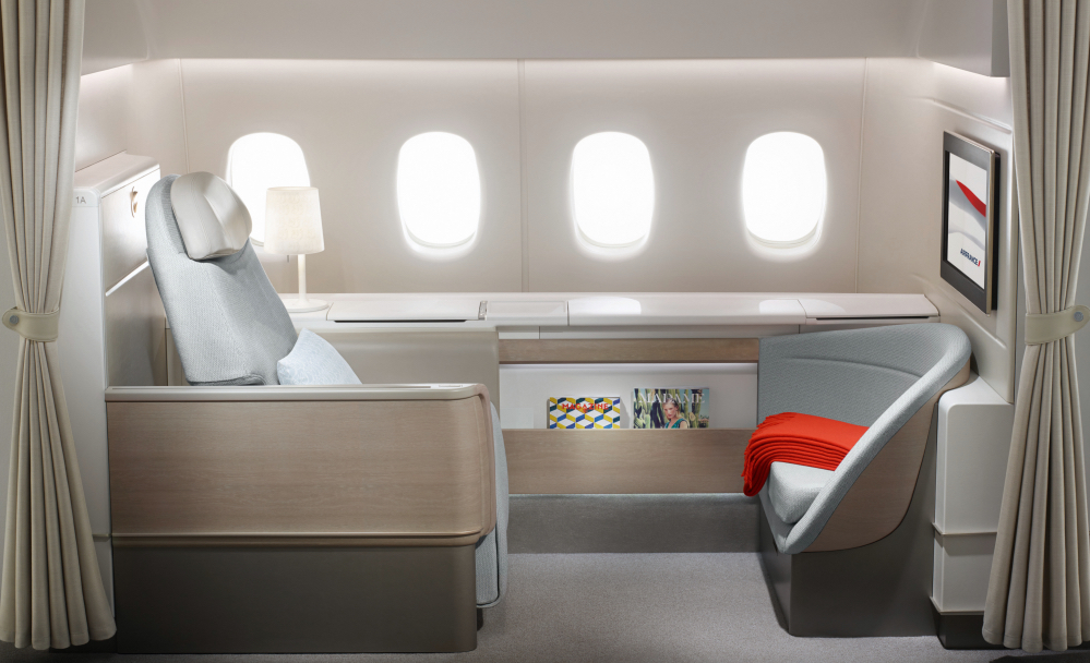Air France Began Installing These Gorgeous New Private La Premiere Business  Class Suites On Their Boeing 777 Fleet Last Summer. Notice The Privacy  Curtains ...